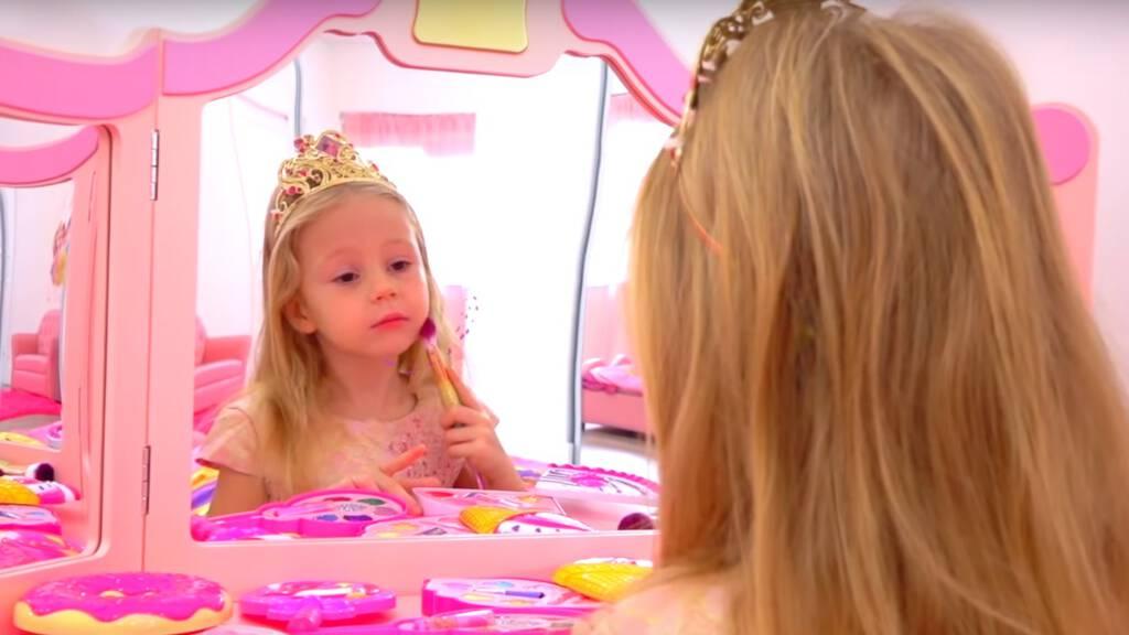 5-Year-Old Youtuber Made $18 Million In 2019 -Anastasia Radzinskaya
