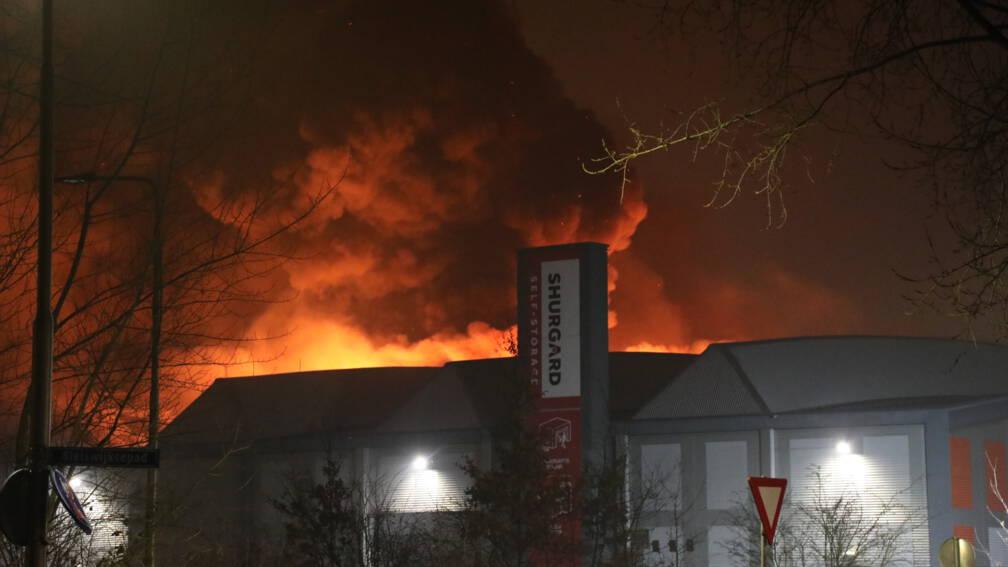Bekijk details van Huurders uitgebrande opslag Zoetermeer mogen niet meer bij hun spullen