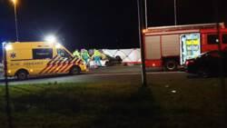 Man komt om bij ongeluk op A1, inzittenden probeerden auto van weg te duwen.