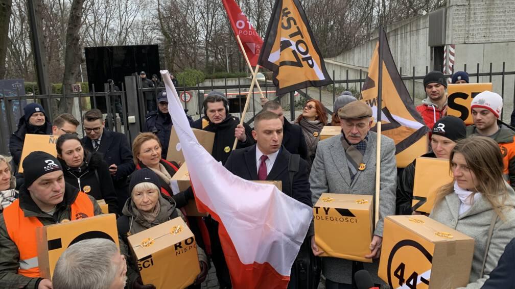 Bekijk details van Protest tegen compensatie Joods eigendom: 'Dit is pro-Pools, niet anti-Joods'