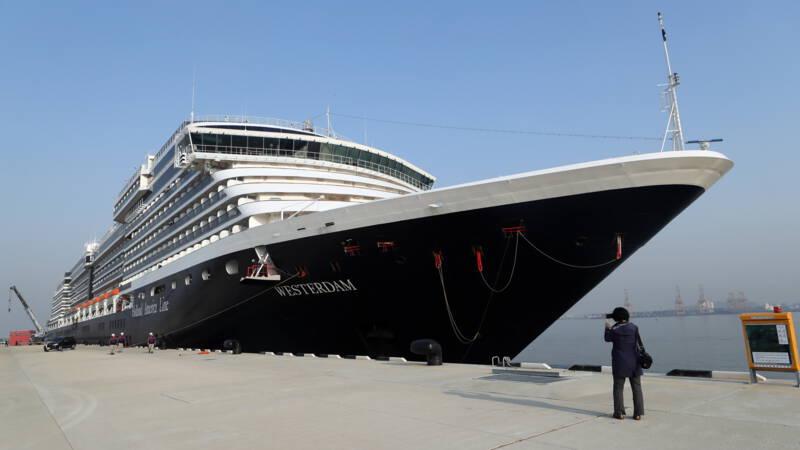 Cruiseschip De Westerdam legt eindelijk aan, in Combodjaanse haven