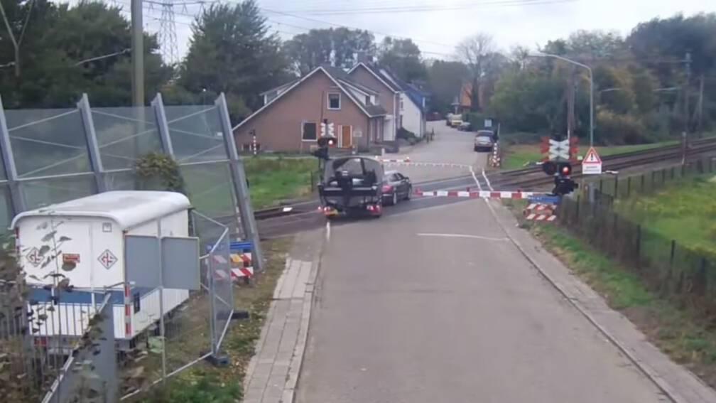 Waarschuwing voor ongelukken bij het spoor met heftig filmpje.