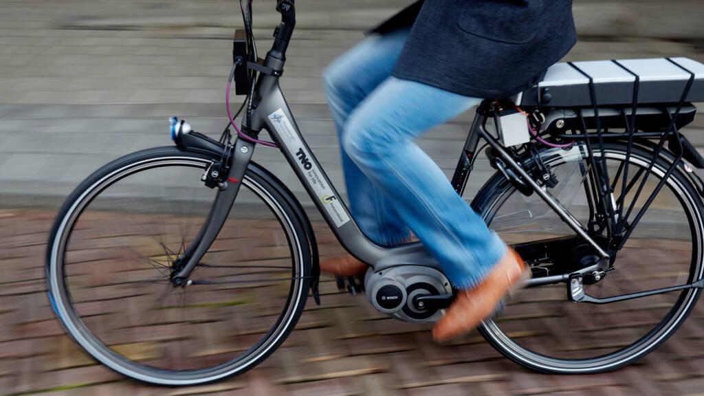 Verkoop elektrische fietsen blijft groeien, weer meest verkochte nieuwe  fiets | NOS