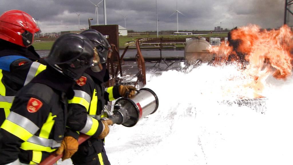 Brandweer Bezorgd Om Totaalverbod Op Pfas In Blusschuim Nos