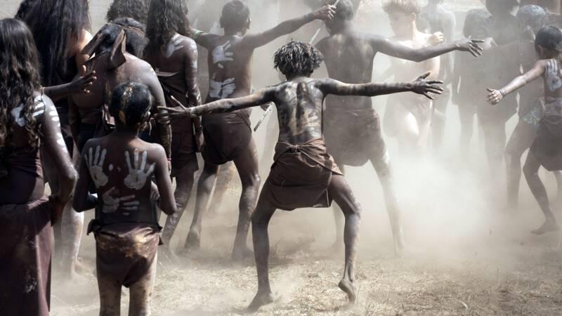 Meer landen nemen coronamaatregelen, Aboriginal-gebieden Australië afgegrendeld