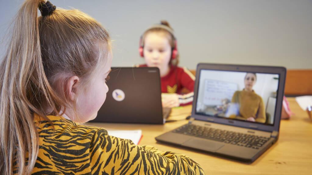 Ruim 16.000 laptops en tablets ingezet voor onderwijs op afstand