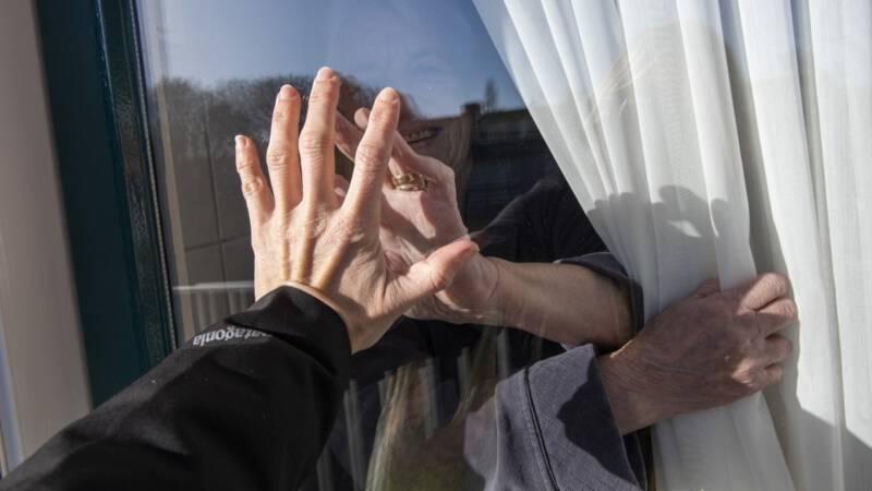 Vier ouderen over coronamaatregelen: gemis en angst, maar ook berusting
