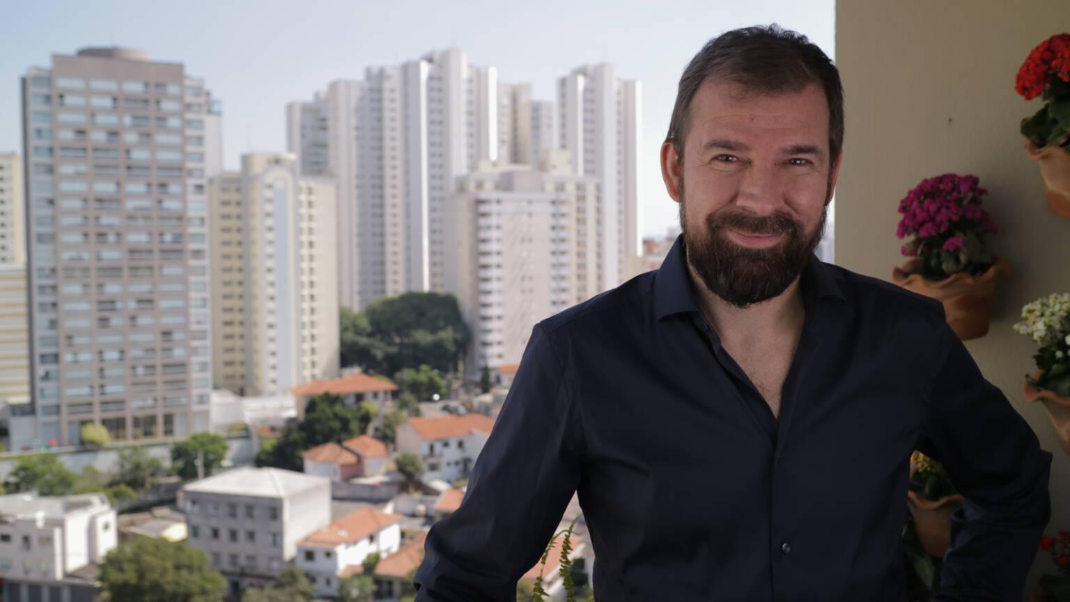 Dutch NOS correspondent Marc Bessems on his balcony in São Paulo, Brazil