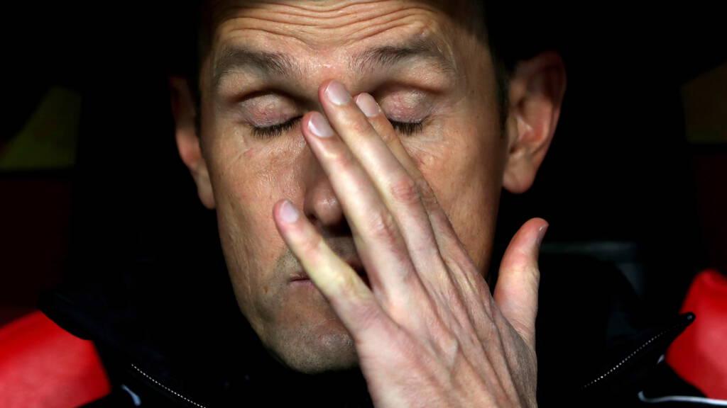 Đi mua kem đánh răng, HLV Bundesliga bị cấm chỉ đạo