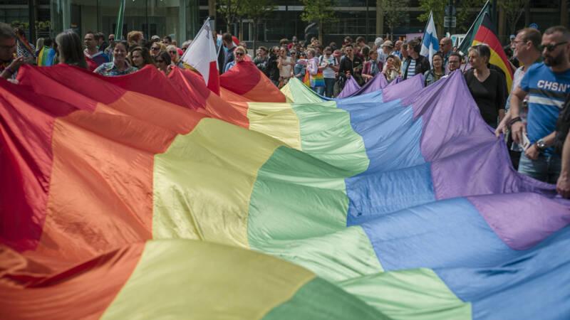 Grapperhaus: Meer Onderzoek Naar Geweld Tegen Homo's