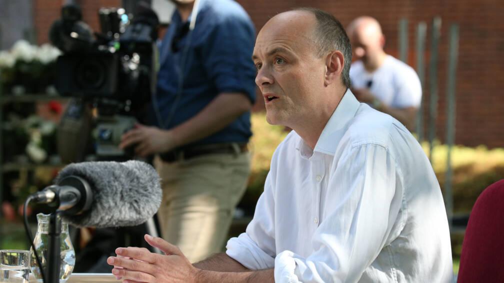 Bekijk details van Topadviseur premier Johnson verdedigt familiebezoek tijdens lockdown