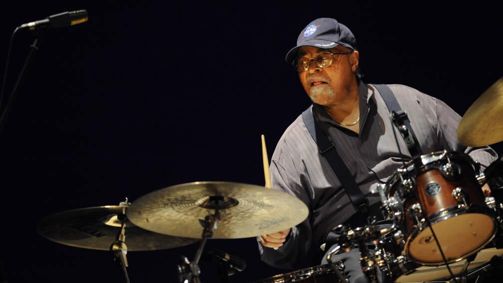 Bekijk details van Miles Davis' drummer Jimmy Cobb (91) overleden