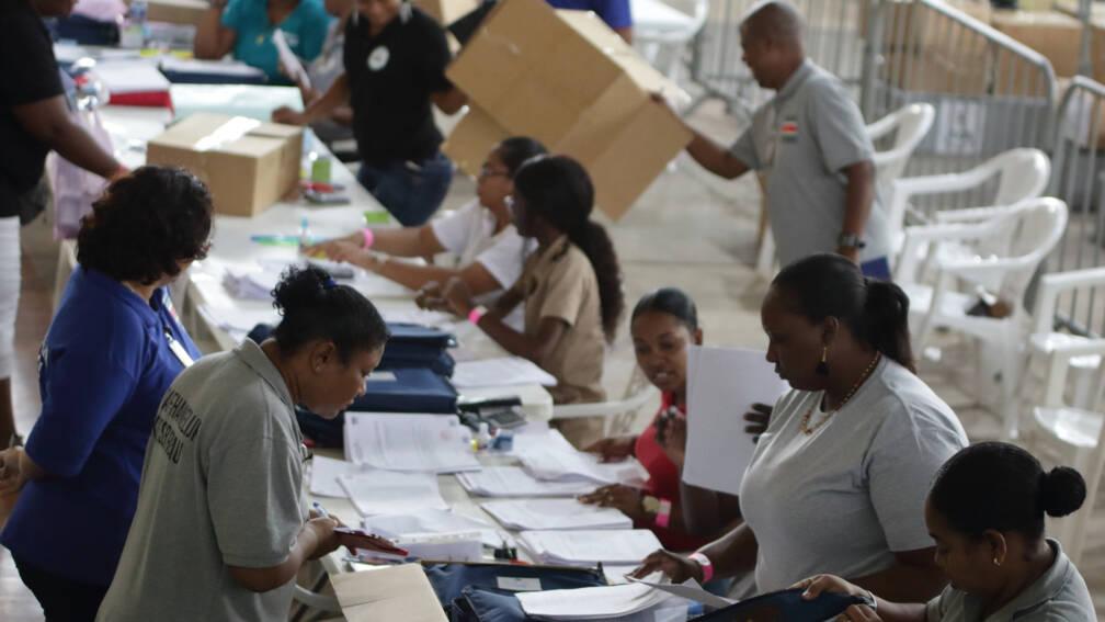 Bekijk details van Nederland hoopt op snelle uitslag Surinaamse verkiezingen