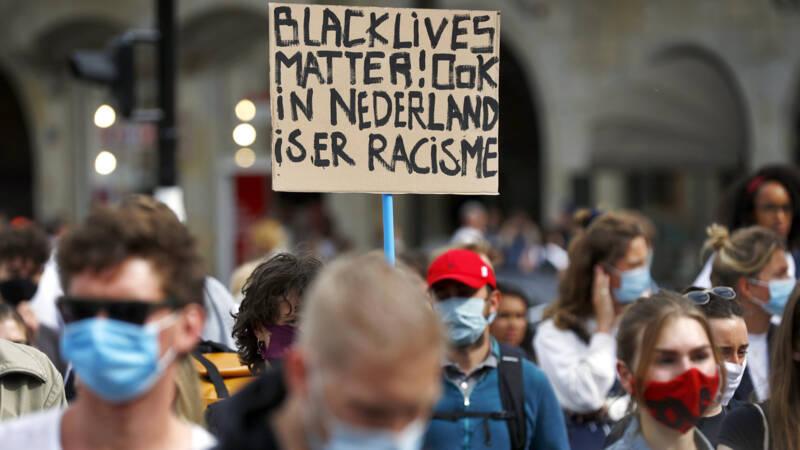 Groot protest tegen politiegeweld in Amsterdam