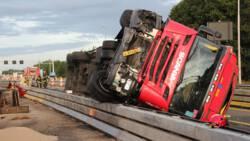 Drie ongelukken met vrachtwagens op de A1, weg komende uren afgesloten.