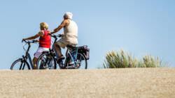 Steeds meer ouderen komen om bij fietsongeluk: Senioren zijn onwennig op de e-bike.