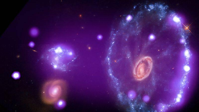 Unieke afbeeldingen van sterrenstelsels en ruimte-explosies