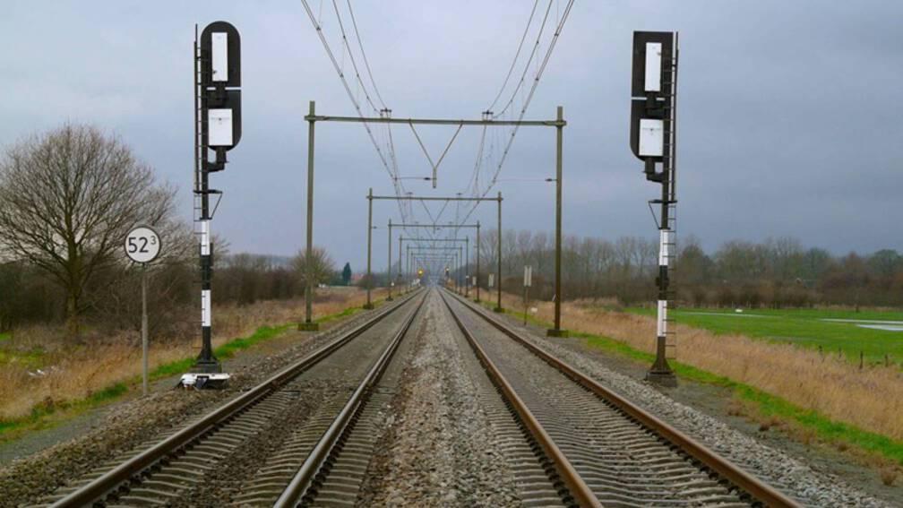 Bekijk details van Werkzaamheden lopen uit: geen treinen tussen Amersfoort en Zwolle