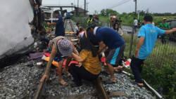 Zeventien doden bij botsing tussen trein en bus in Thailand.