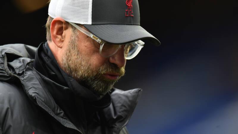 Tobbend Liverpool verspeelt winst op Everton en verliest Van Dijk