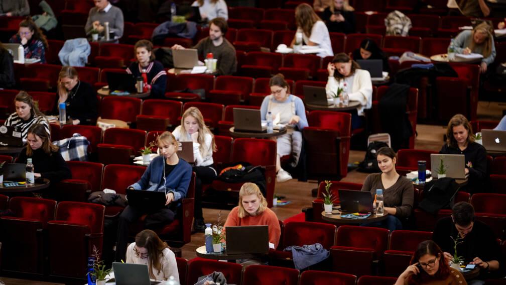 Bijna 70 procent van de studenten leent bij: gemiddeld 700 euro per maand