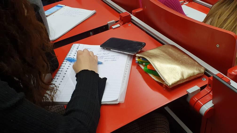 Bekijk details van Grote zorgen over werkdruk en studievertraging in het mbo en hoger onderwijs