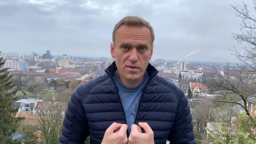 Bondgenoot Navalny vastgezet in Moskou, dag voor terugkeer oppositieleider