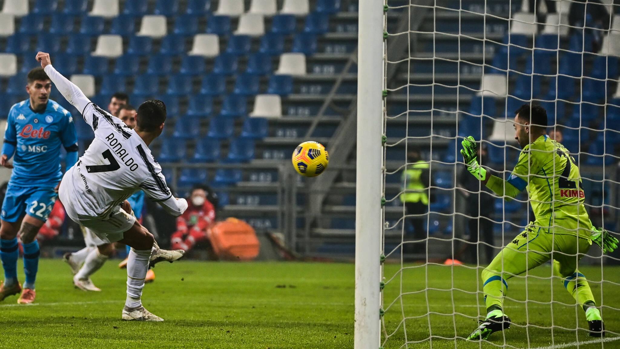 Juventus overleeft slimmigheidje Napolitaan Mertens en wint Supercoppa | NOS