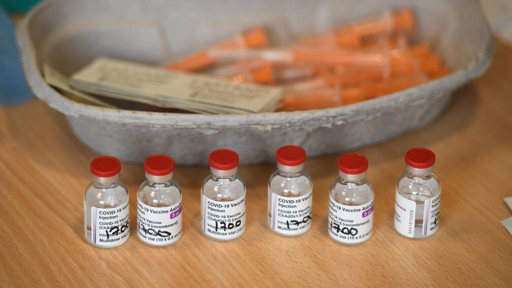 Bekijk details van Minder AstraZeneca-vaccins naar EU, tekort treft ook Nederland
