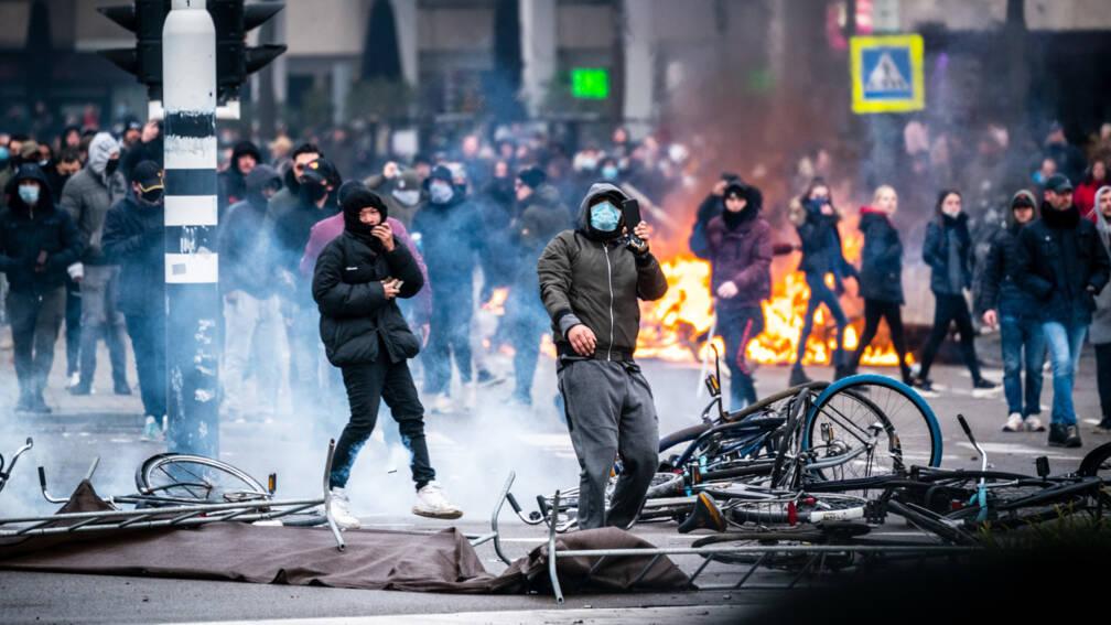 Politie pakt jongeren op voor opruiende berichten