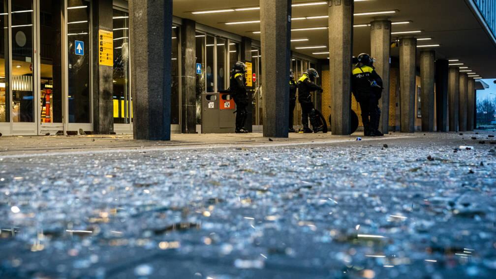 Dag na rellen: glasscherven, woedende burgemeesters en zorgen om komende dagen