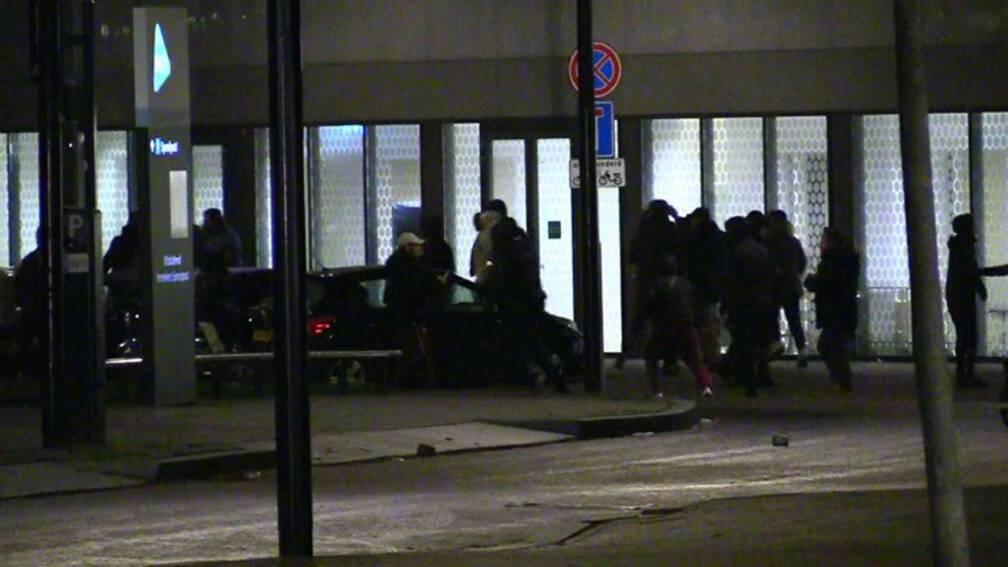 Ziekenhuis Enschede geschokt nadat het doelwit werd van relschoppers