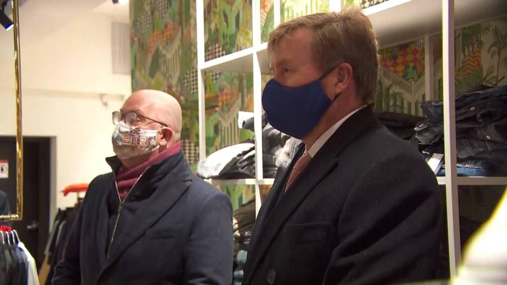Koning spreekt na avondklokrellen met bewoners en ondernemers in Den Bosch