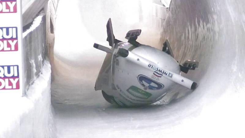 De Bruin crasht bij WK bobslee en komt ondersteboven beneden - NOS