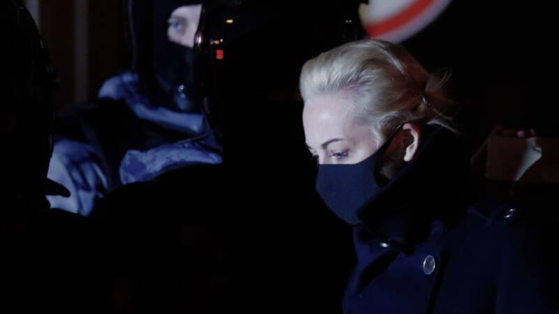 Joelia, vrouw Russische oppositieleider Navalny, vliegt naar Duitsland - NOS