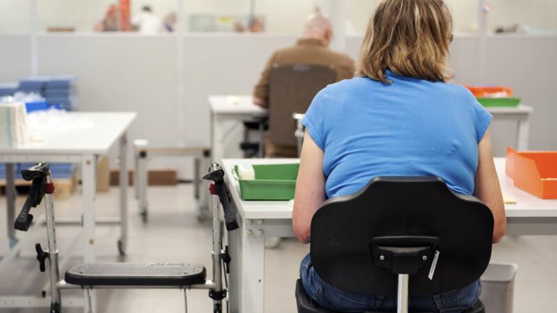 Akkoord over eerste cao voor mensen met een arbeidsbeperking - NOS