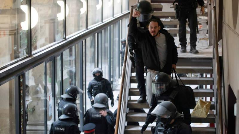 Verschanste Spaanse majesteitschennispleger opgepakt na bestorming universiteit - NOS