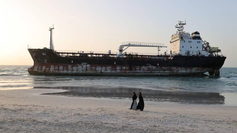 Bemanning van gestrande olietanker kan na vier jaar naar huis na salarisakkoord - NOS