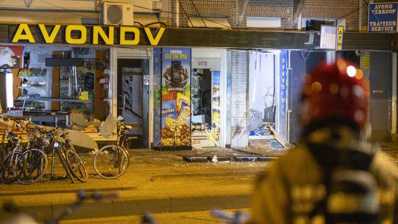 Drietal opgepakt na plofkraak in Amsterdam - NOS