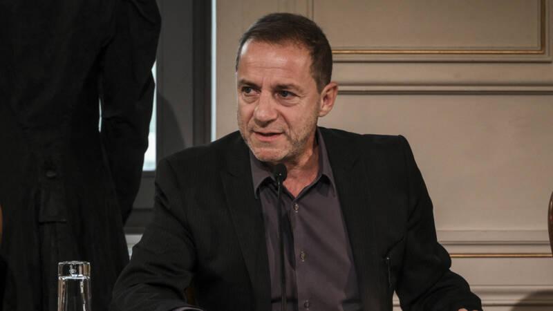 Griekse acteur en regisseur opgepakt na beschuldigingen van verkrachting - NOS