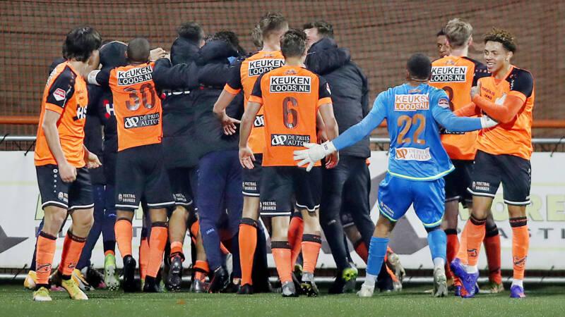 FC Volendam draait 2-0 achterstand om na krankzinnige slotfase tegen Jong Ajax - NOS