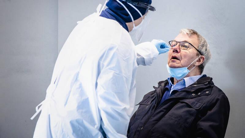 4420 nieuwe besmettingen, vrijwel gelijk aan het gemiddelde van afgelopen week - NOS