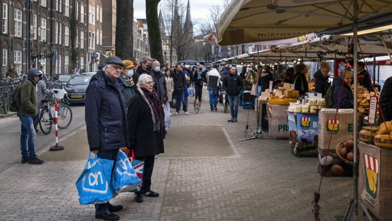 Marktkooplui slepen de staat voor de rechter om het weren van non-foodkramen - NOS