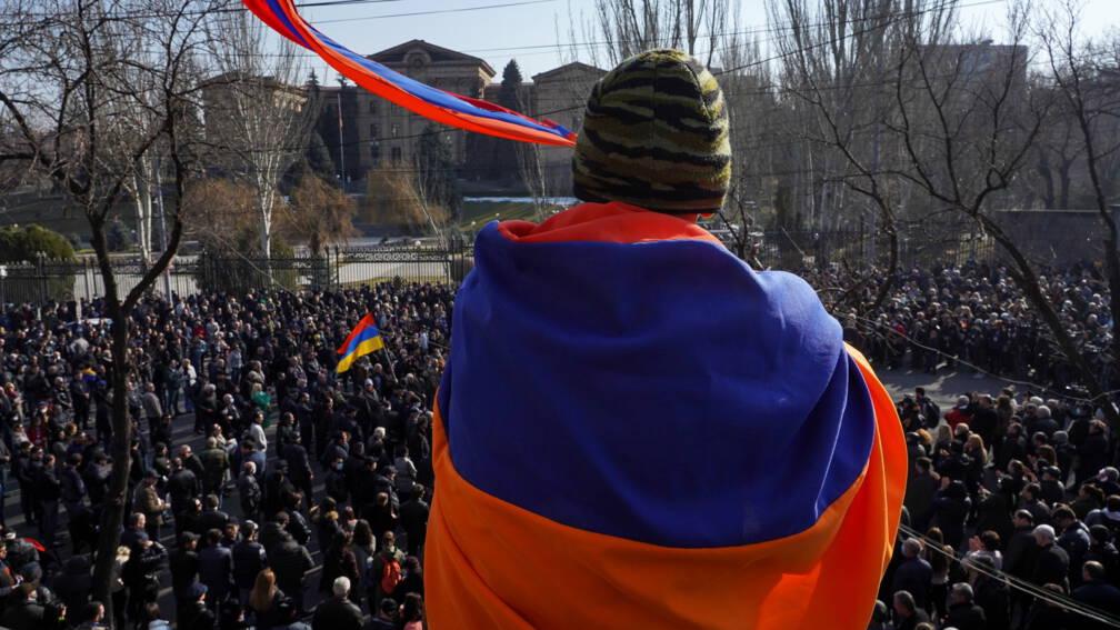 Impasse in Armenië: president weigert legerchef te ontslaan na 'militaire coup'