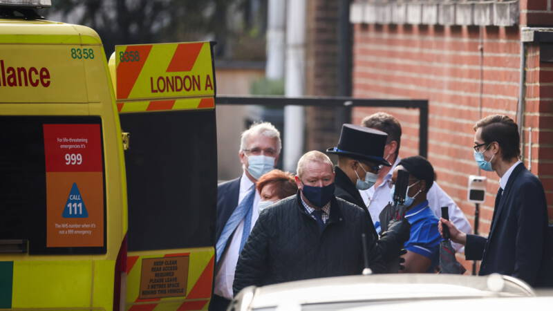 Britse prins Philip (99) overgebracht naar ander ziekenhuis - NOS