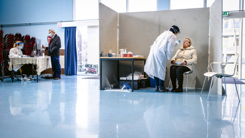 3826 nieuwe besmettingen, minder dan gemiddeld - NOS