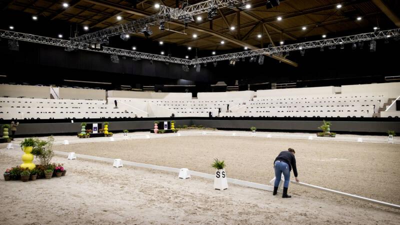 Paardensportfederatie zet streep door wedstrijden vanwege dodelijk virus - NOS