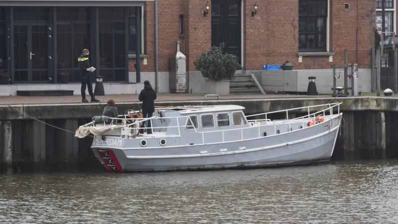Boot van zanger Douwe Bob botst op vrachtschip op de Waddenzee - NOS