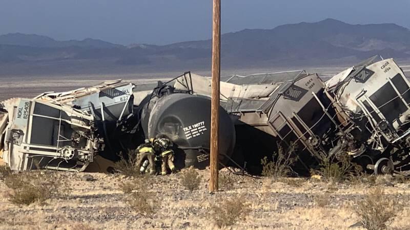 Grote ravage door ontspoorde trein in Amerikaanse woestijn - NOS
