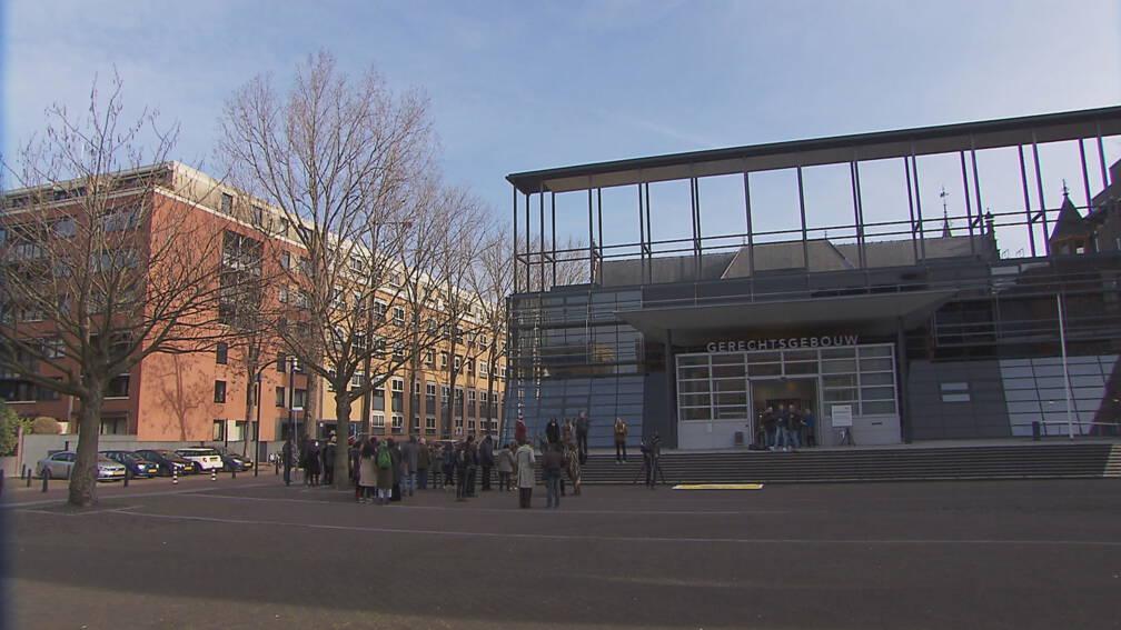 Bekijk details van 500 euro boete geëist voor beledigen eigenares ijssalon Hilversum